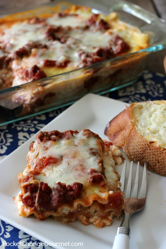 Classic Lasagna Recipe | Family dinners just got better with this delicious recipe from PocketChangeGourmet.com