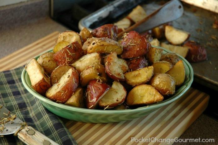 Garlic Rosemary Roasted Potatoes | Recipe on PocketChangeGourmet.com