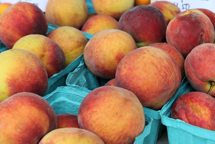 Farmer's Market.peaches