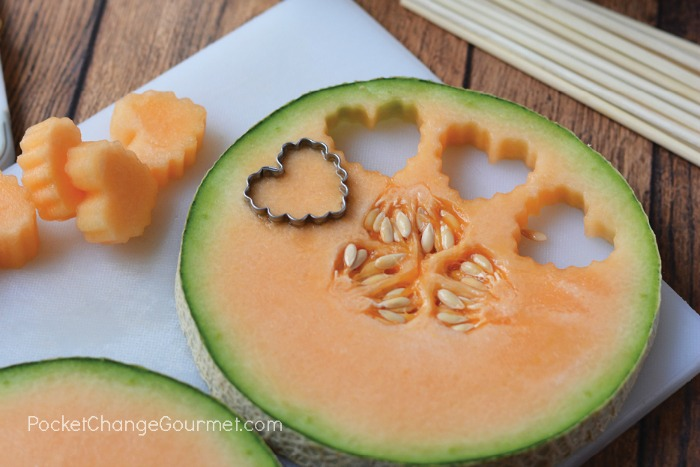 How to cut cantelope with cookie cutter