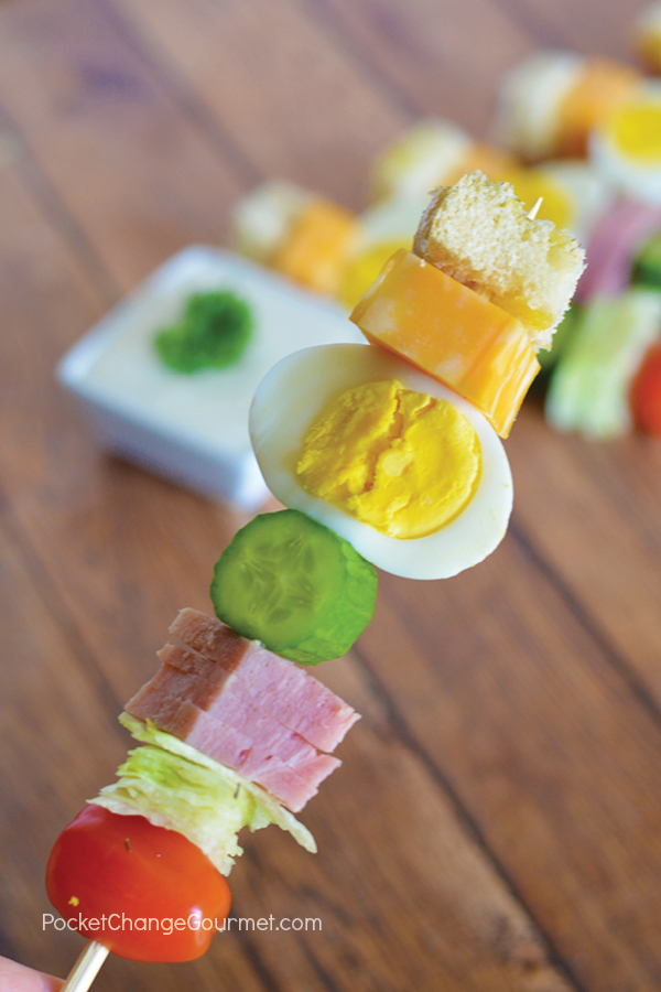 Change up your boring salad with this Chef Salad on a Stick! Even the kids will love salad this way!