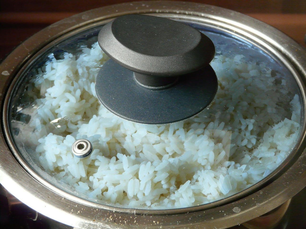 cooked white rice, a perfect partner to chicken chop suey