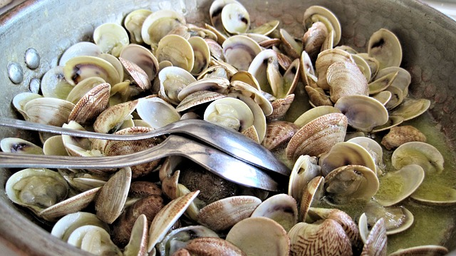 steamed clams on a wok